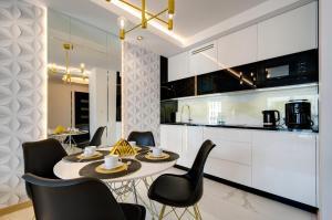 Black&White Apartment Apart Studio