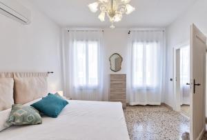 Luxury Tolentini Apartment Canal View - AbcAlberghi.com