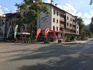 Wood Apartment in Mountain View Complex - Bansko