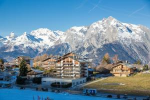Les Ecluses 15 - in front of ski lift - swimming pool
