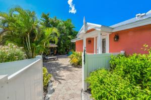 Coral Cottage - Holmes Beach