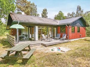 Holiday home Lyngvejen Aakirkeby III, Dovolenkové domy  Vester Sømarken - big - 1