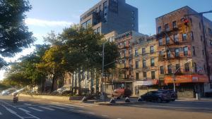 Suite East Side - free street parking & wifi