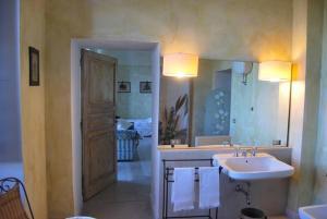 In Masseria Casale dei Lauri quadruple suite with  - AbcAlberghi.com