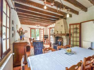 Holiday home A. Pouchiou, Ferienhäuser  Garrosse - big - 14