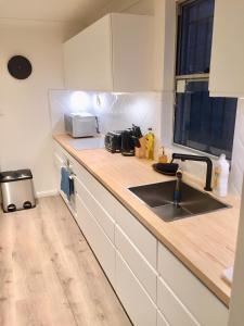 City 3 bedroom | Heated | 2 mins to train | Free parking - Glebe
