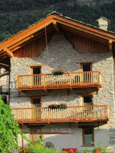Accommodation in Jovencan