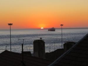 TEJO HOUSE RIVER Lisbon (Cacilhas), 2800-677 Almada