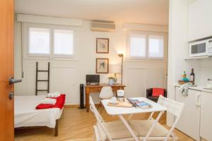 Amazing studio in San Babila - AbcAlberghi.com