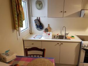 Sunny Quiet Apt, Apartmány  Solún - big - 9