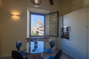 Apartments Florence - Duomo, Apartments  Florence - big - 36