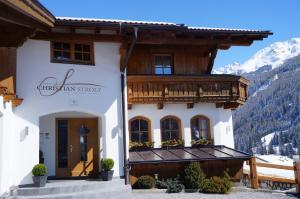 Pension Strolz - Hotel - St. Anton am Arlberg