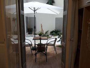 Studio Posh with garden in Kolonaki