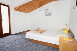 Apartment Vrsi - Mulo 5796a, Apartmány  Vrsi - big - 20