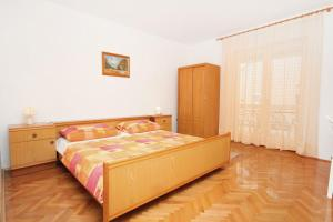 Apartment Vrsi - Mulo 5796c, Apartmány  Vrsi - big - 1