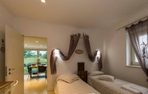 Hillside Villa with Swimming Pool and Jacuzzi - Frasassi Caves, Ville  Sassoferrato - big - 3