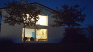 Hillside Villa with Swimming Pool and Jacuzzi - Frasassi Caves, Ville  Sassoferrato - big - 17