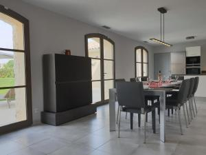 Luxurious Villa in Uzes with Private Swimming Pool