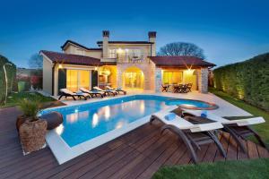 Luxury Villa S Domenica near Poreč with Pool, Wine Cellar and Billiard