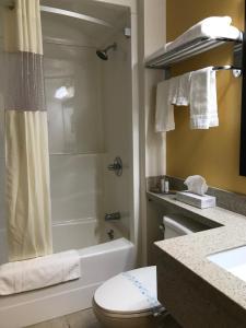 Bay Hill Inns & Suites, Fogadók  Neepawa - big - 17
