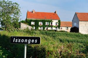 Location gîte, chambres d'hotes Maison d'Hôtes Ferme d'Issonges B&B dans le département Aisne 2