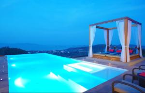 9 Bedroom Sea Blue View Villa - 5 Star with Staff