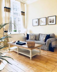 Kensington Court Apartment