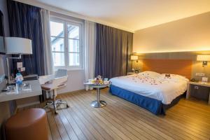 Logis Hôtel Les Tuileries - Hotel - Féy