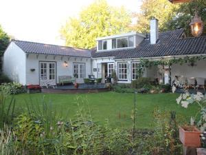Villa in de boslaan - Bosch en Duin