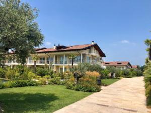 Deluxe Apartments Garda - AbcAlberghi.com