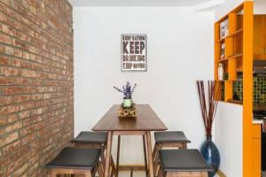 Two Bedroom Apartment in Little Italy/Soho