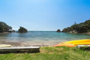 Beachfront Enclosure Bay - Waiheke Unlimited, Dovolenkové domy  Oneroa - big - 48