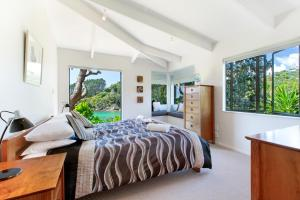 Beachfront Enclosure Bay - Waiheke Unlimited, Dovolenkové domy  Oneroa - big - 36