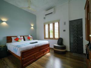 Exotic 1BR Home in Vytilla, Kochi