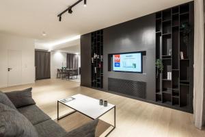 Trendy Thironos Apartment