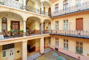 Mandy Apartments