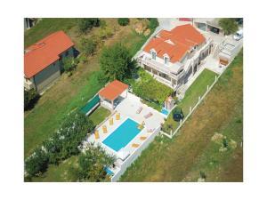 Four-Bedroom Apartment in Obrovac Sinjski - Rumin