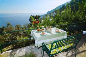 Amalfi Apartment Sleeps 2 Air Con WiFi - AbcAlberghi.com