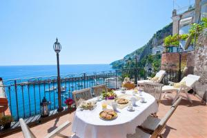 Amalfi Villa Sleeps 6 Air Con WiFi - AbcAlberghi.com