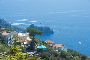 Furore Villa Sleeps 6 Air Con WiFi - AbcAlberghi.com