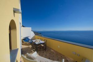 Praiano Villa Sleeps 10 Air Con WiFi - AbcAlberghi.com