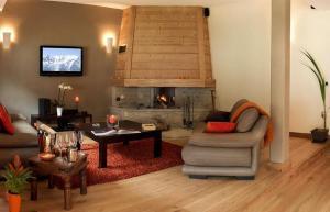Chamonix Chalet Sleeps 6 Pool WiFi - Hotel - Chamonix