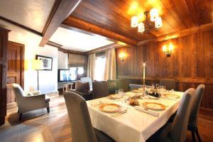 Courchevel 1650 Chalet Sleeps 4 - Hotel - Courchevel