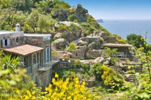 Mezzavia Villa Sleeps 6 Air Con WiFi - AbcAlberghi.com