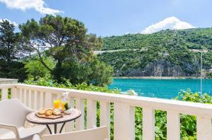 Donje Obuljeno Villa Sleeps 12 Pool Air Con WiFi