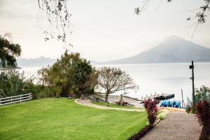 Beautiful Apartments by the Lake, Apartmanok  Panajachel - big - 1