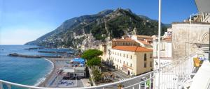 Amalfi Apartment Sleeps 9 Air Con WiFi - AbcAlberghi.com