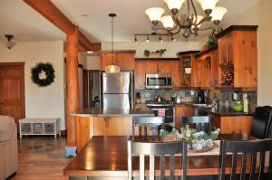 2 Bedroom with Private Hot Tub - Big White