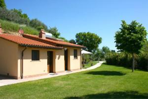 Cervognano Montenero Villa Sleeps 3 Pool Air Con - AbcAlberghi.com