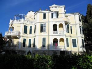 Two-bedrooms apartment with balcony and sea view,near Old town